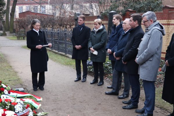 Kranzniederlegung am Grab von Johannes Rau in Berlin